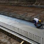 Monolithische Bodenplatte frisch-geglättet Baustahlgitterbewehrt